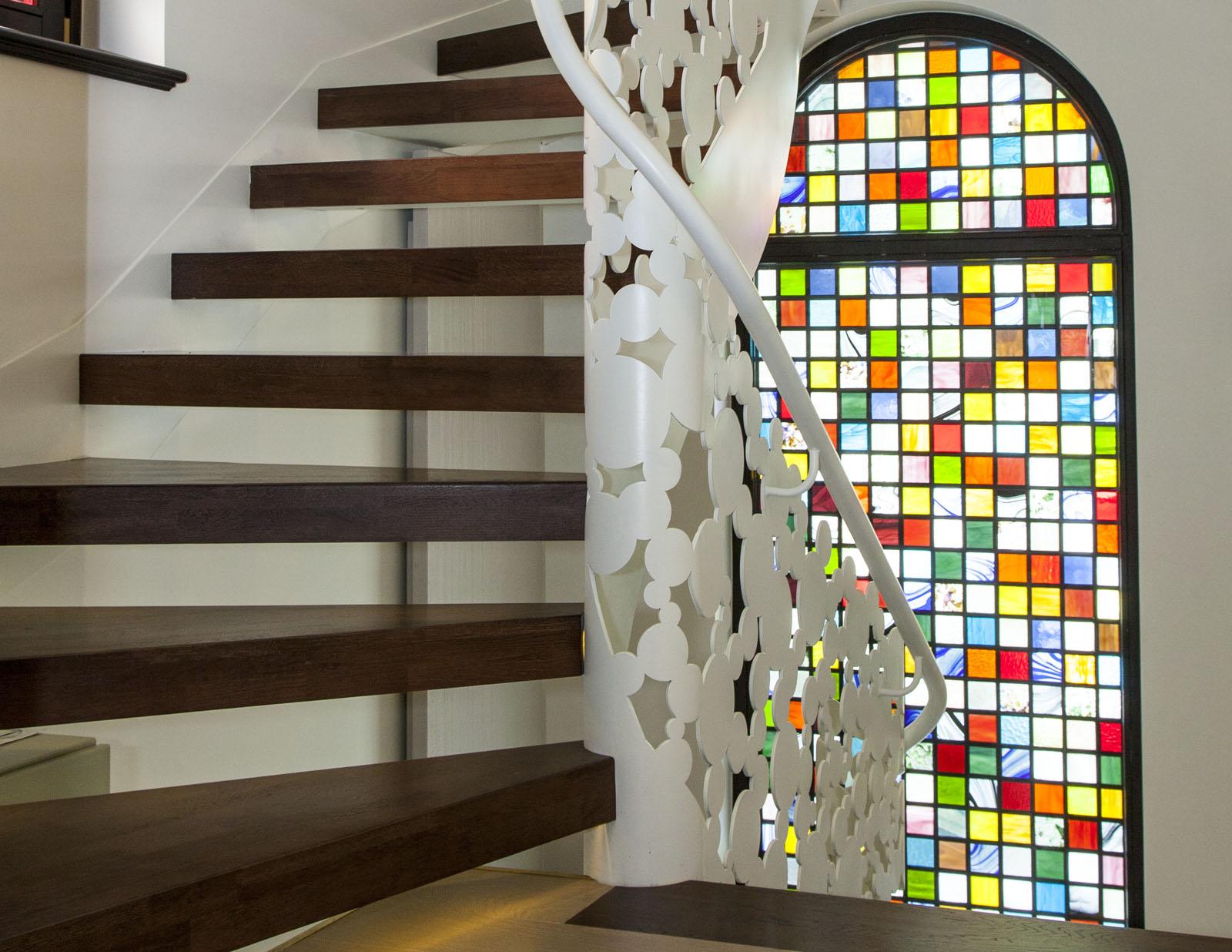 Scara lemn structura metal balustrada debitata laser haute couture