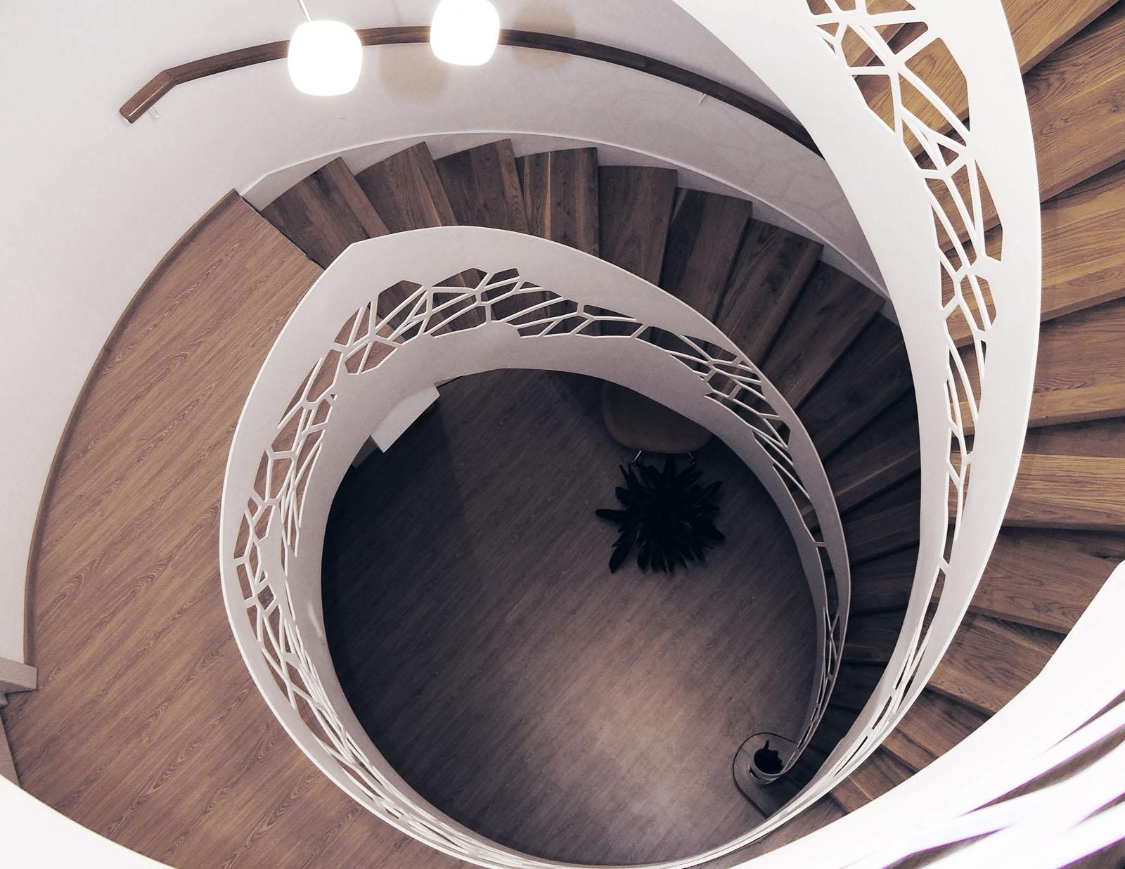 Scara elicoidala balustrada perforata trepte stejar haute couture