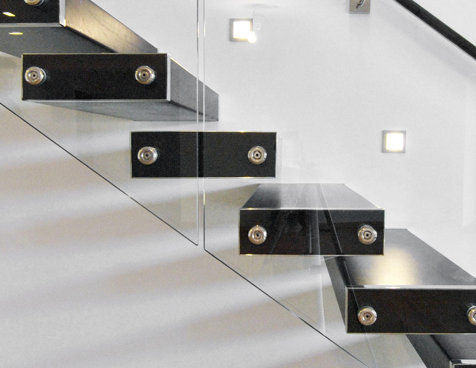 Scara trepte consola locuinta balustrada sticla haute couture