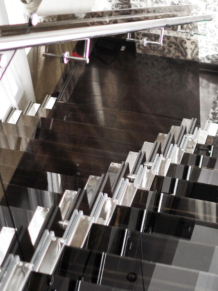 Scara locuinta trepte sticla balustrada inox haute couture metal