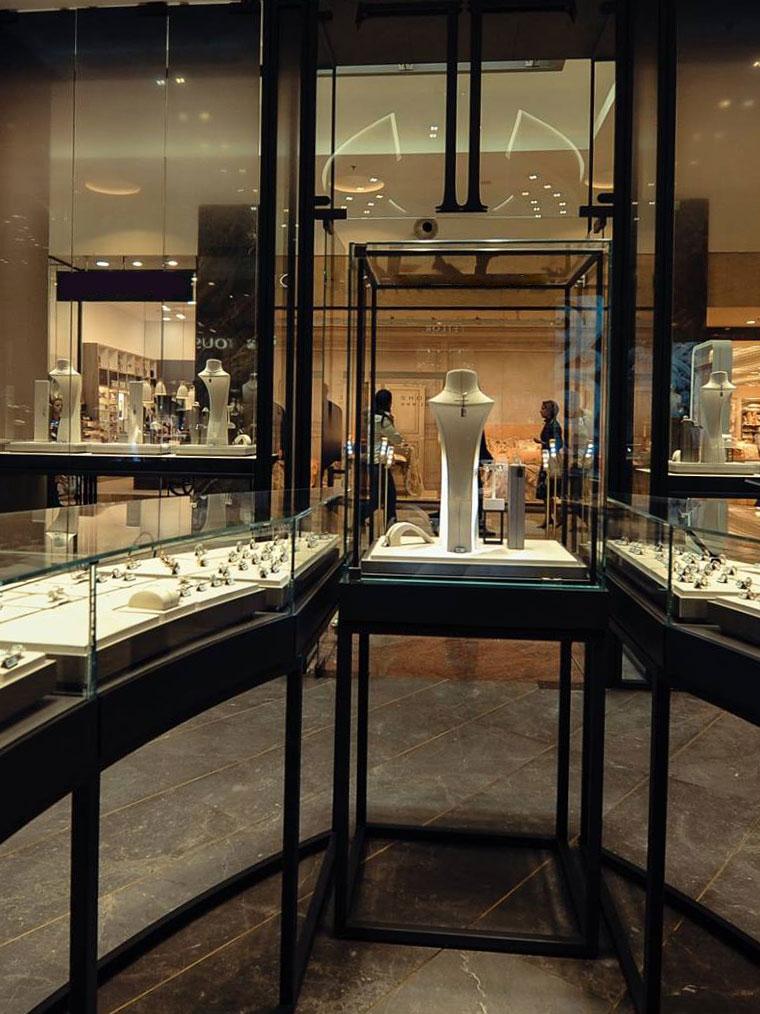 Vitrine bijuterii teilor exclusive metal sticla haute couture