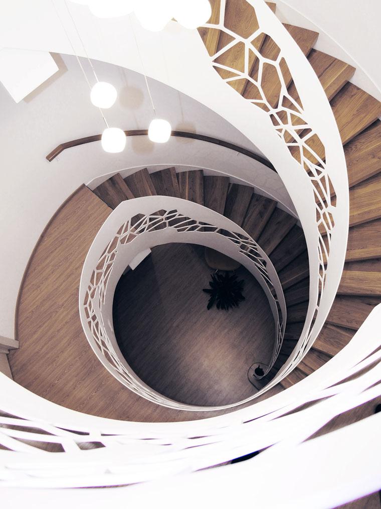 Scara domiciliu trepte lemn balustrada decupata laser haute couture metal