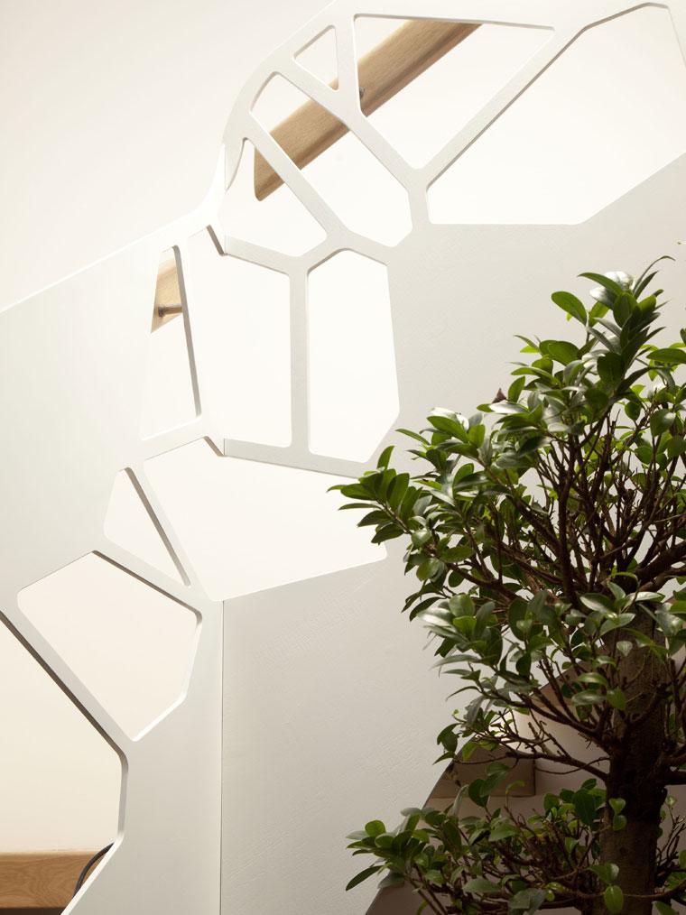Scara locuinta arhitect trepte lemn balustrada metal haute couture metal
