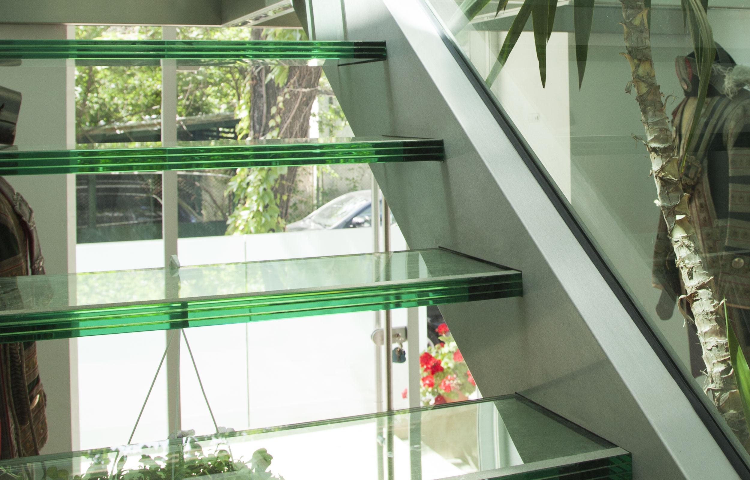 Scara interioara sticla metal trepte haute couture Dacoma
