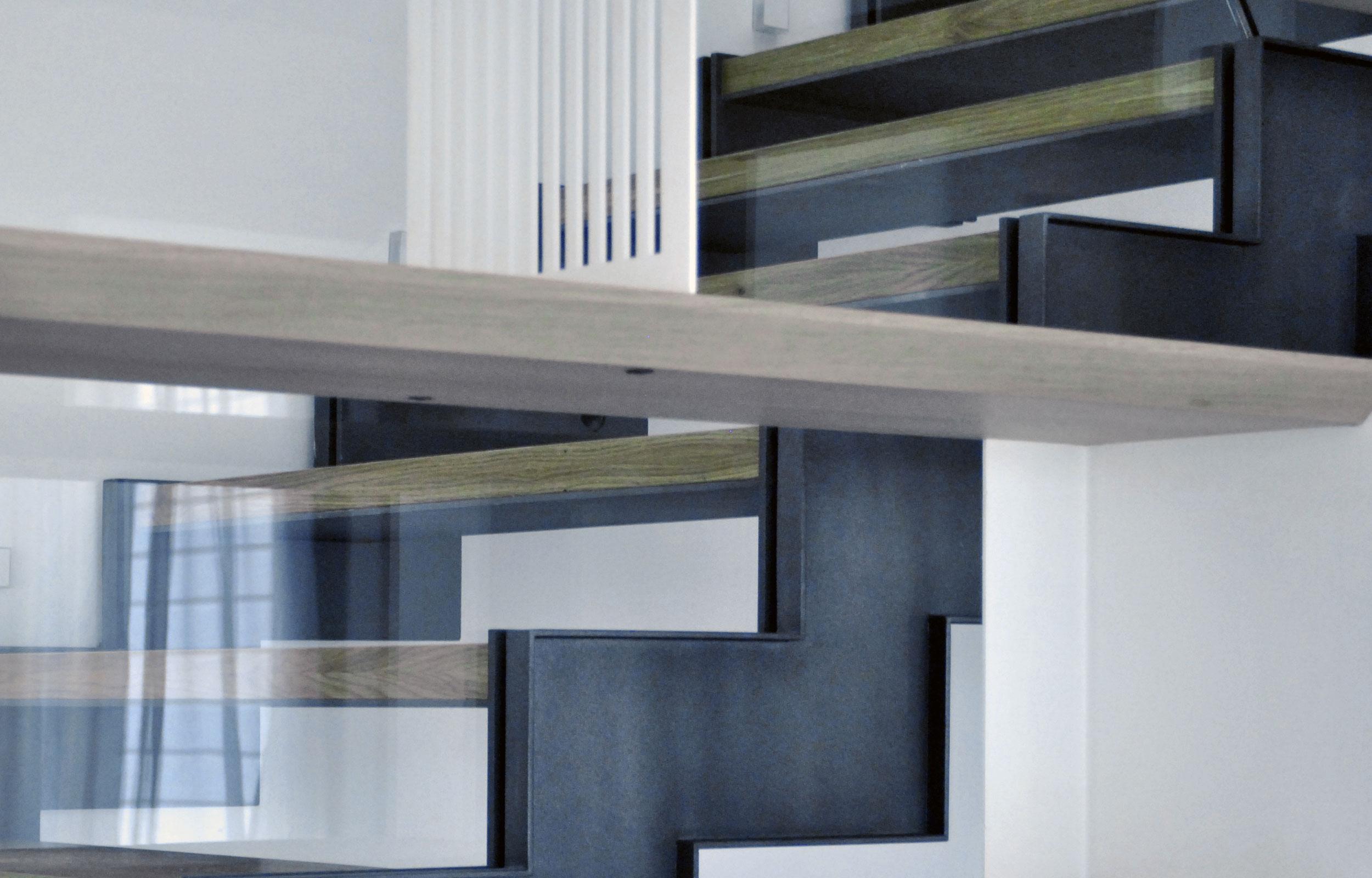 Scara balustrada sticla trepte lemn metal haute couture