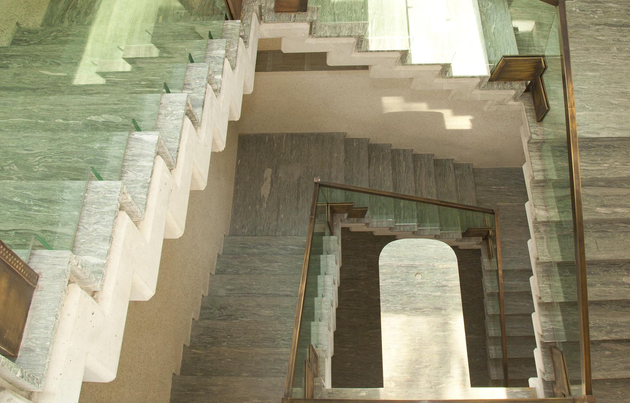 Scara interioara marmura balustrada sticla inox haute couture