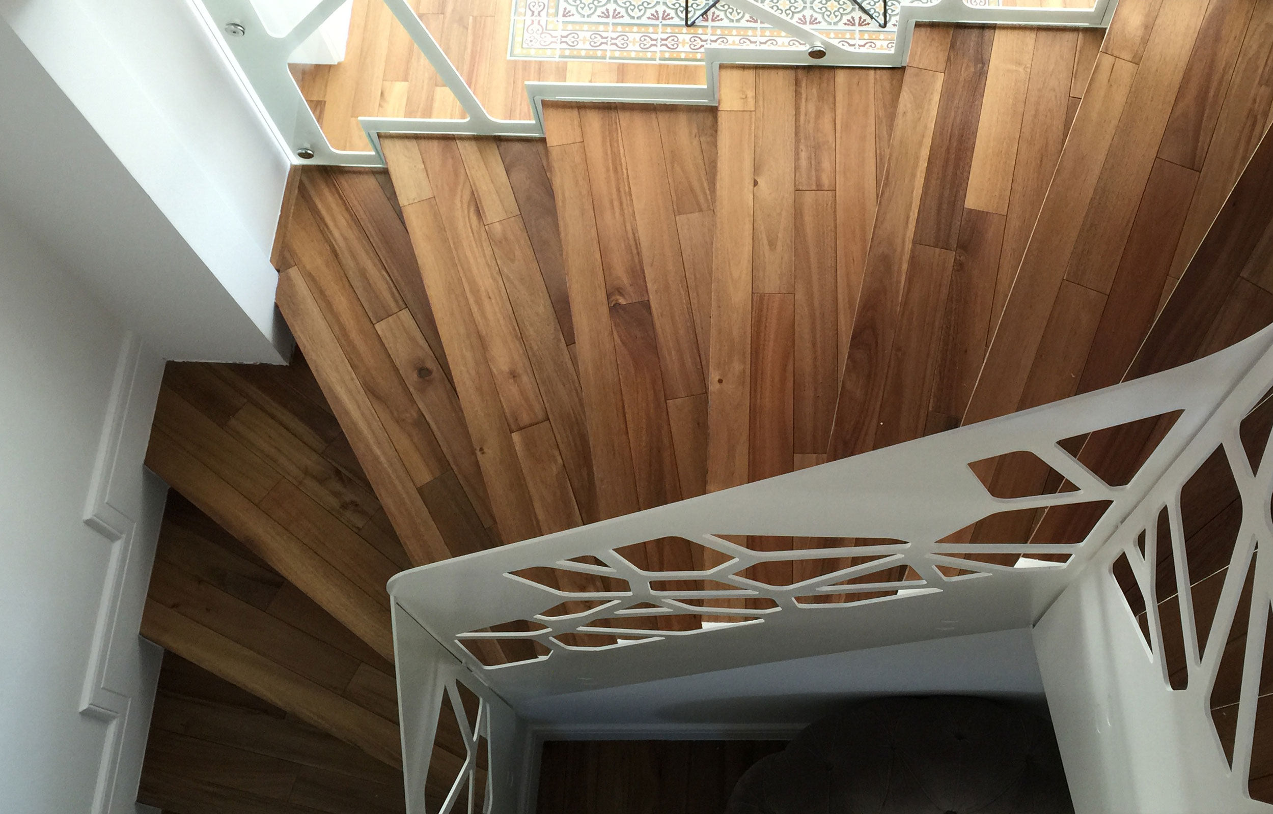 Scara interioara trepte lemn balustrada metal haute couture