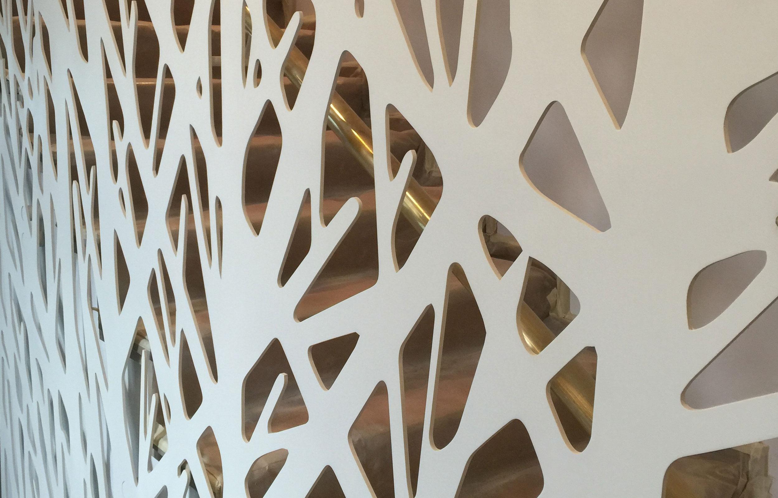 Scara interioara separator metal laser cut haute couture