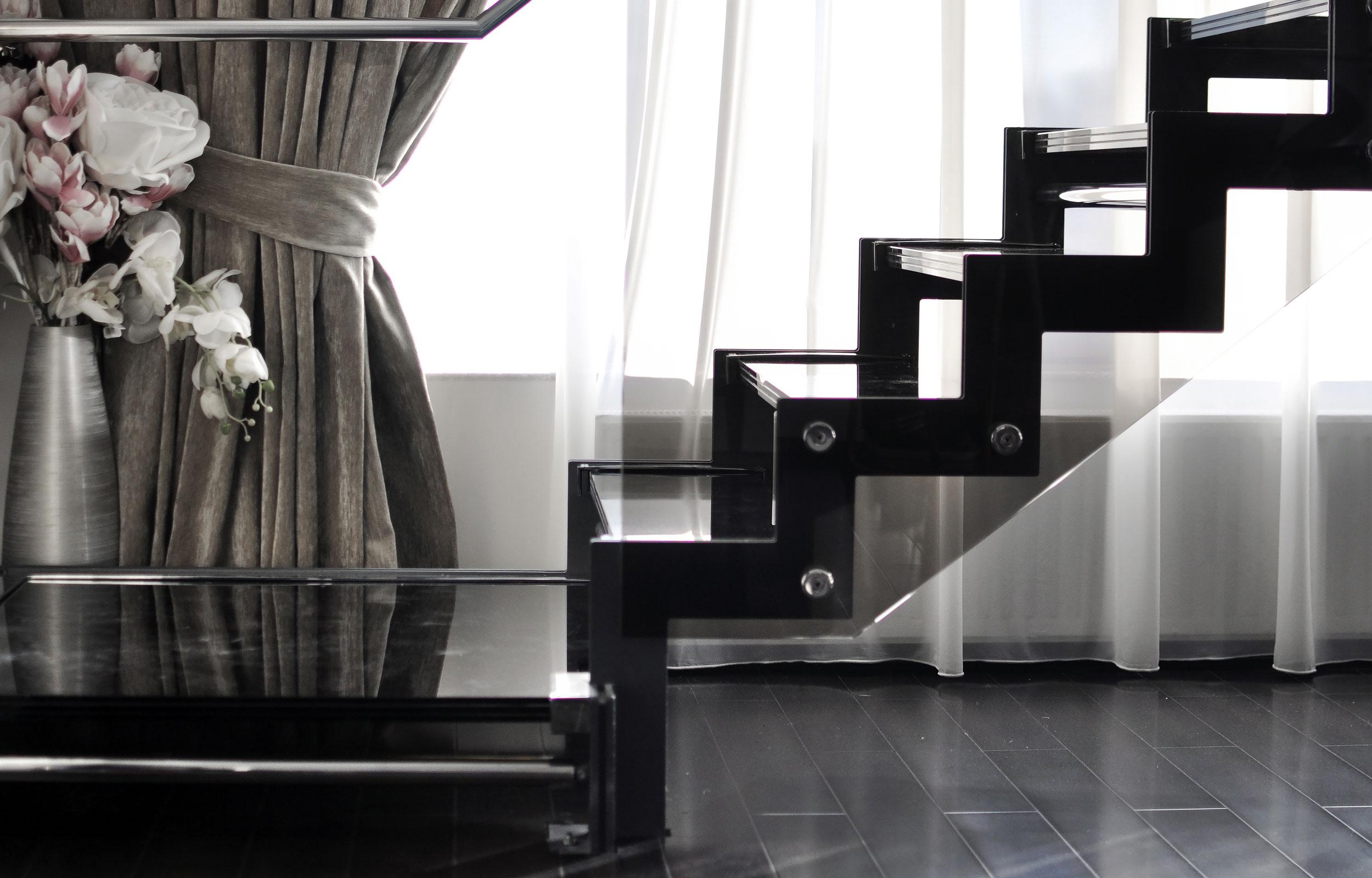 Scara interioara trepte sticla bronz negru balustrada inox haute couture metal Aleen