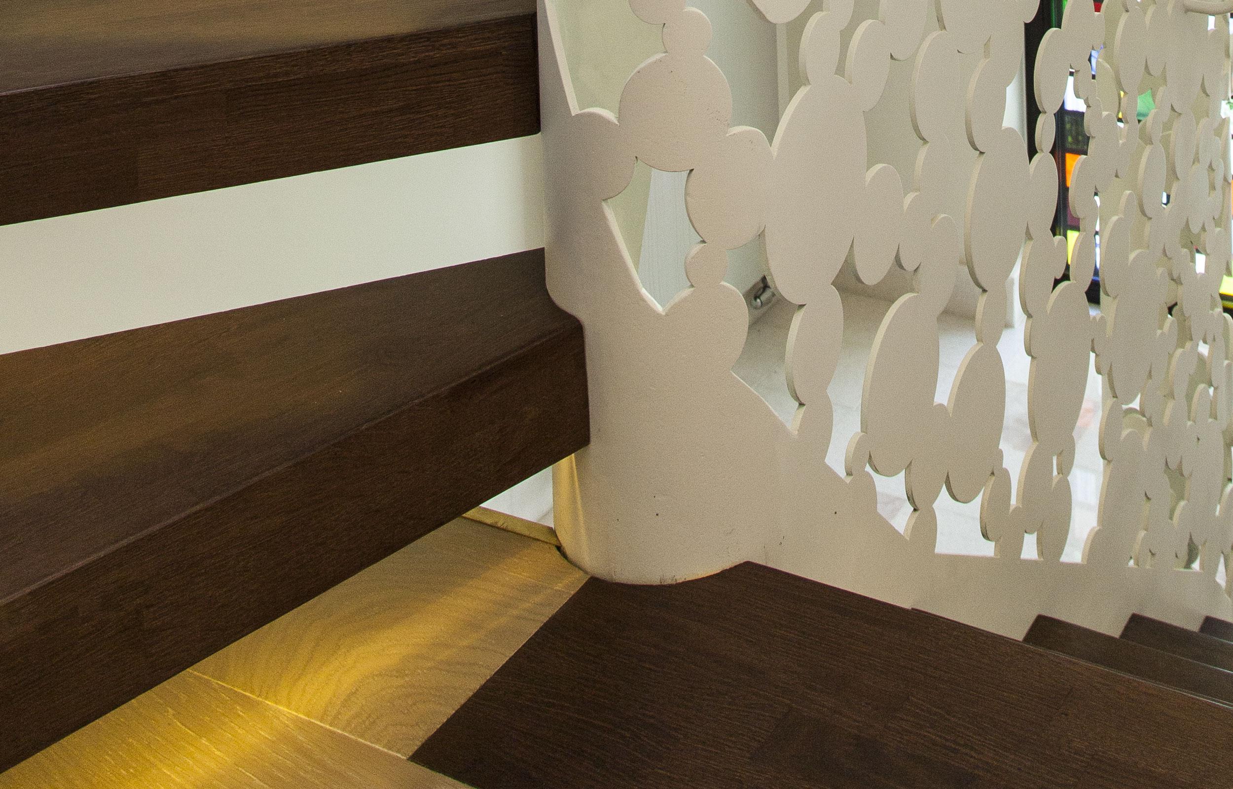Scara interioara lemn haute couture balustrada metal laser Bubles