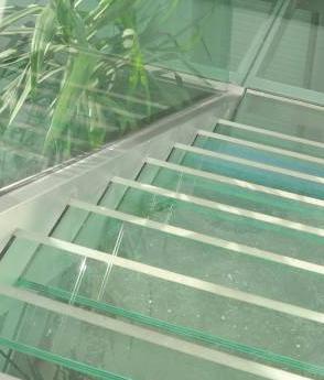 Trepte sticla securizata structura inox balustrada sticla haute couture