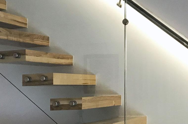 Scara locuinta lemn balustrada sticla haute couture metalcraft