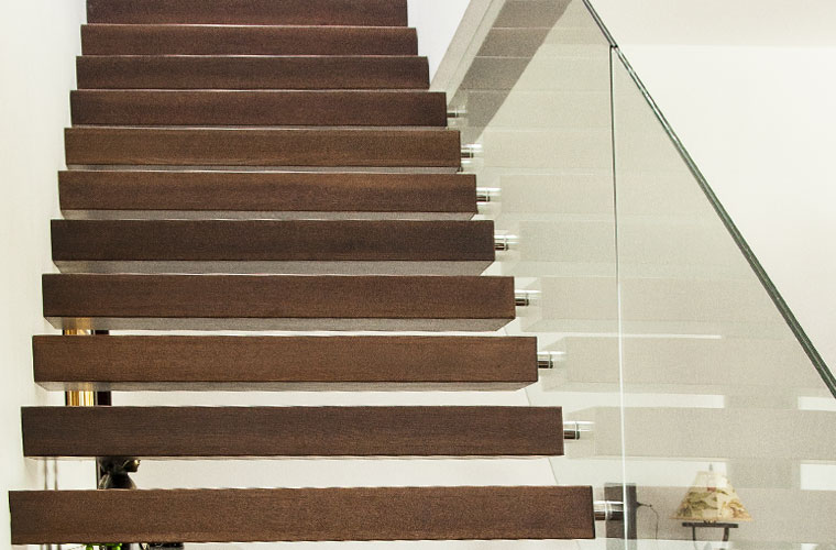 Trepte scara locuinta lemn balustrada sticla haute couture