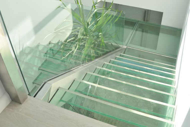 Scara sticla balustrada inox triplex interior locuinta haute couture