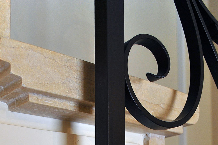 Detalii prindere balustrada metal scara interioara
