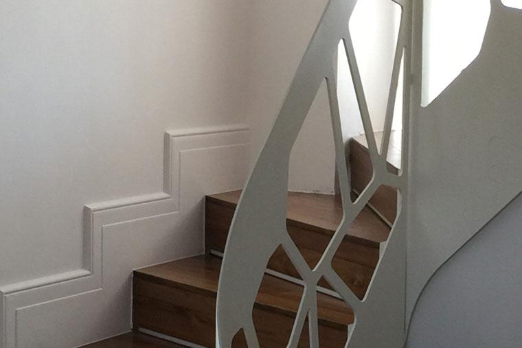 Scara locuinta trepte lemn balustrada laser cut haute couture