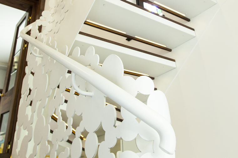 Scara domiciliu trepte lemn balustrada debitata laser