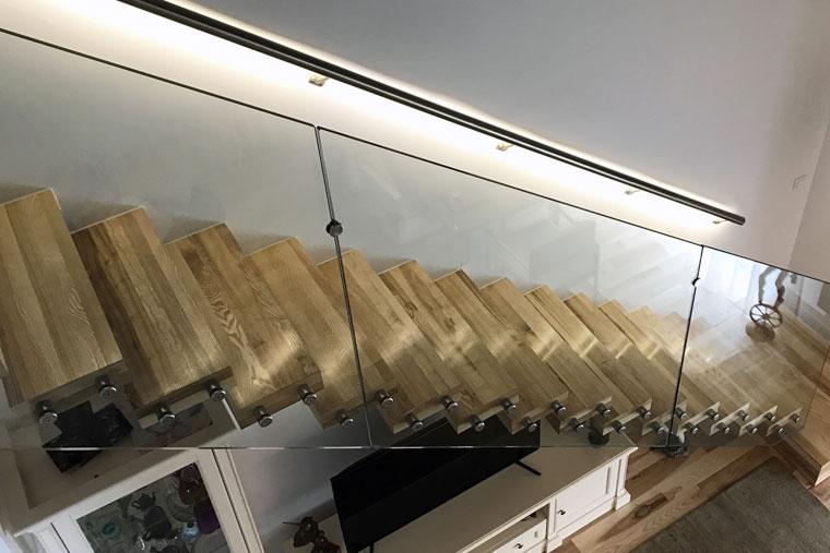 Scara locuinta trepte lemn balustrada sticla securizata haute couture