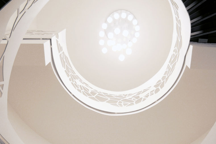 Scara resedinta trepte lemn balustrada debitata laser haute couture