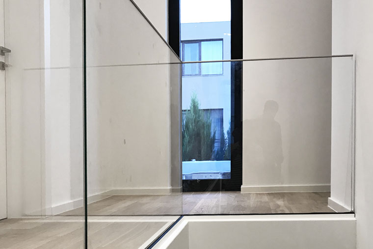 Balustrada sticla securizata studio 1408