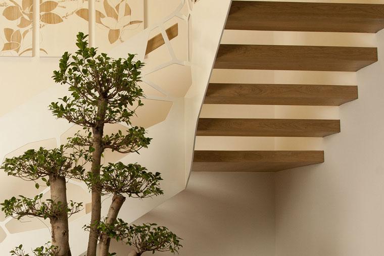 Trepte scara lemn colt balustrada metal